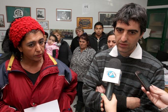 Verón reclama junto a Raquel Blas el 12 de junio de 2012. Foto: Gentileza Sitio Andino.